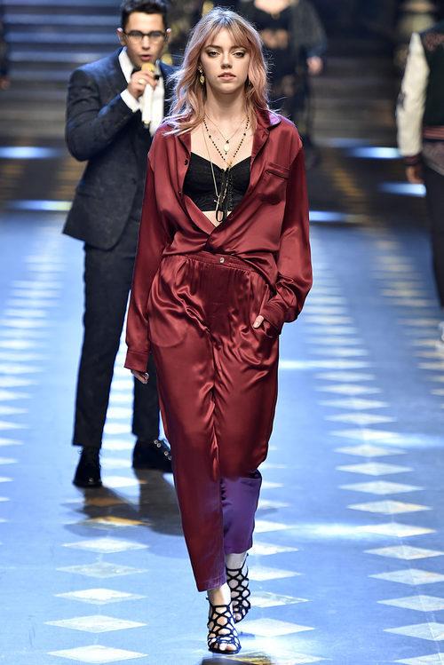 Total look de seda de Dolce & Gabbana otoño/invierno 2017/2018 en la Milán Fashion Week