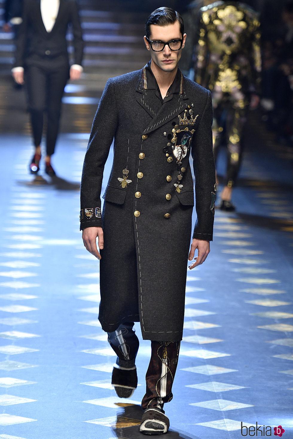 Abrigo de estilo militar de Dolce & Gabbana otoño/invierno ...