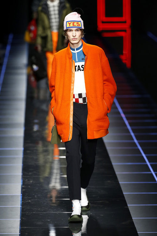 Chaqueta naranja de Fendi otoño/invierno 2017/2018 en la Milán Fashion Week