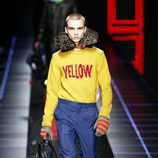 Jersey de lana amarillo de Fendi otoño/invierno 2017/2018 en la Milán Fashion Week