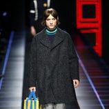Abrigo de paño de Fendi otoño/invierno 2017/2018 en la Milán Fashion Week