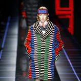 Abrigo colorido de Fendi otoño/invierno 2017/2018 en la Milán Fashion Week