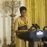 Michelle Obama vestida de amarillo en la Casa Blanca en 2009