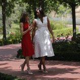 Michelle Obama con un vestido blanco en su visita a España en junio de 2016