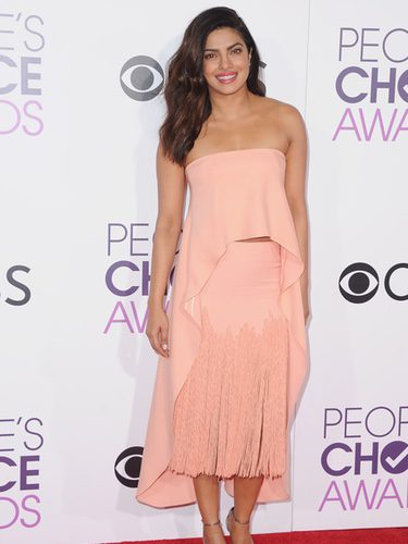 Priyanka Chopra con un look romántico en los People's Choice Awards 2017