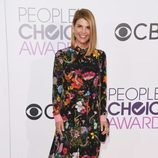 Lori Loughlin con un diseño vintage en los People's Choice Awards 2017