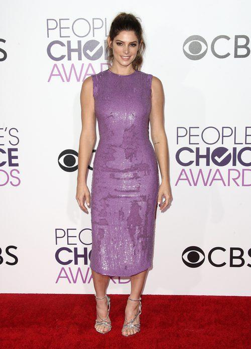 Ashley Greene con un vestido malva en los People's Choice Awards 2017
