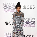 Yara Shahidi con un vestido bicolor en los People's Choice Awards 2017