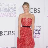 Ali Larter con un vestido rojizo en los People's Choice Awards 2017