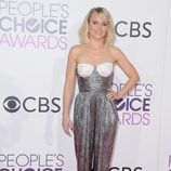 Kristen Bell con un jumpsuit metalizado en los People's Choice Awards 2017