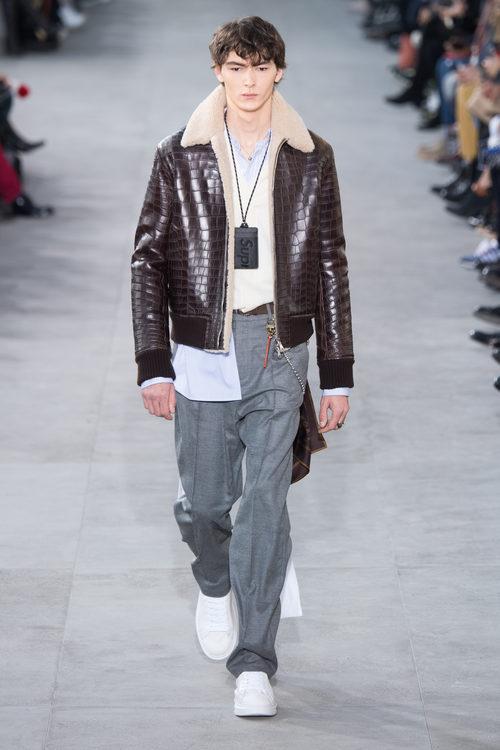 Chaqueta estilo aviador de Louis Vuitton y Supreme otoño/invierno 2017/2018 en la París Fashion Week