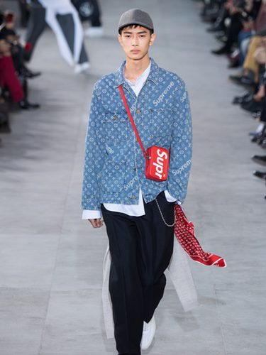 Camisa denim de Louis Vuitton y Supreme otoño/invierno 2017/2018 en la París Fashion Week