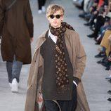 Pañuelo con la lona 'Monogram' de Louis Vuitton y Supreme otoño/invierno 2017/2018 en la París Fashion Week