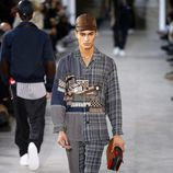 Total look pijamero de Louis Vuitton y Supreme otoño/invierno 2017/2018 en la París Fashion Week