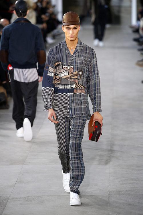 Total look pijamero de Louis Vuitton y Supreme otoño/invierno 2017/2018 en la París Fashion Week