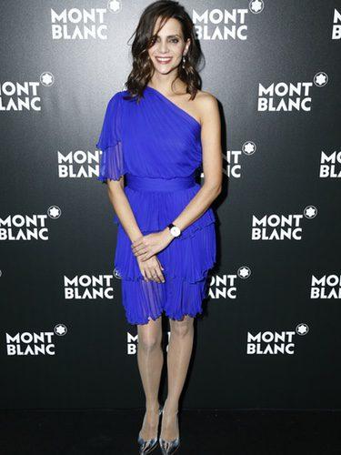 Macarena Gómez con un look azul klein en un evento de Montblanc