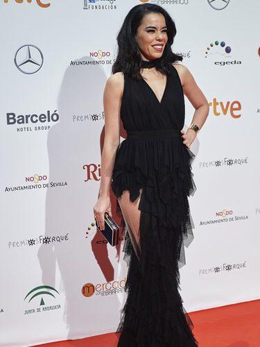 Beatriz Luengo con un vestido negro en los Premios Forqué 2017