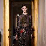 Vestido negro con transparencias de Schiaparelli en la Semana de la Alta Costura de París primavera/verano 2017