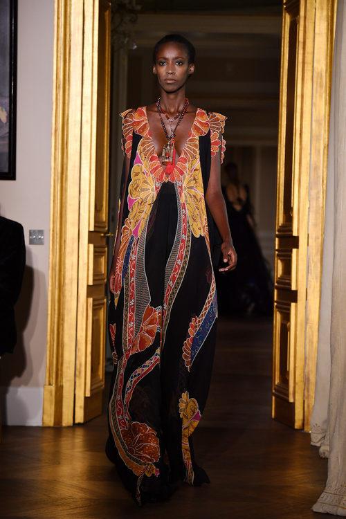Vestido estampado de Schiaparelli en la Semana de la Alta Costura de París primavera/verano 2017