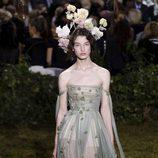 Vestido midi con falda de tul de Dior en la Semana de la Alta Costura de París primavera/verano 2017