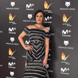 Miren Ibarguren con un vestido negro en los Premios Feroz 2017