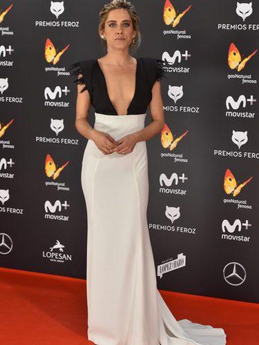 María León con un vestido de Antonio García en los Premios Feroz 2017