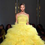 Vestido amarillo de Giambattista Valli primavera/verano 2017 en la Semana de la Alta Costura de París