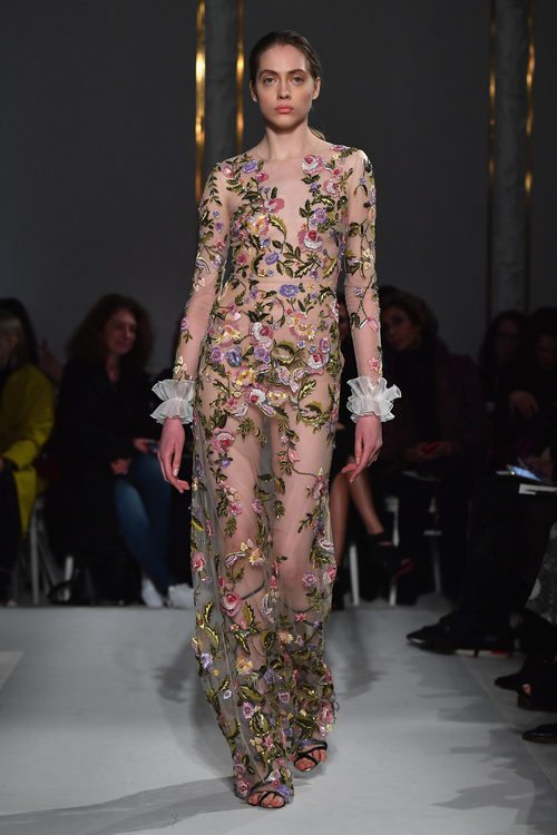 Vestido floral de Giambattista Valli primavera/verano 2017 en la Semana de la Alta Costura de París