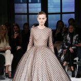 Vestido con volúmen de Giambattista Valli primavera/verano 2017 en la Semana de la Alta Costura de París