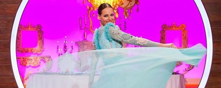 Eva González con un vestido aguamarina en la final de 'Masterchef Junior'