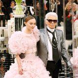 Karl Lagerfeld y su nueva musa Lily Rose Depp Chanel en la Semana de la Alta Costura primavera/verano 2017