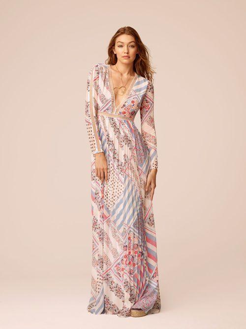 Gigi Hadid con un vestido de su propia colección primavera/verano 2017 con Tommy Hilfiger