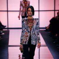 Blazer con hombreras de Giorgio Armani Privé primavera/verano 2017 en la Semana de la Alta Costura de París