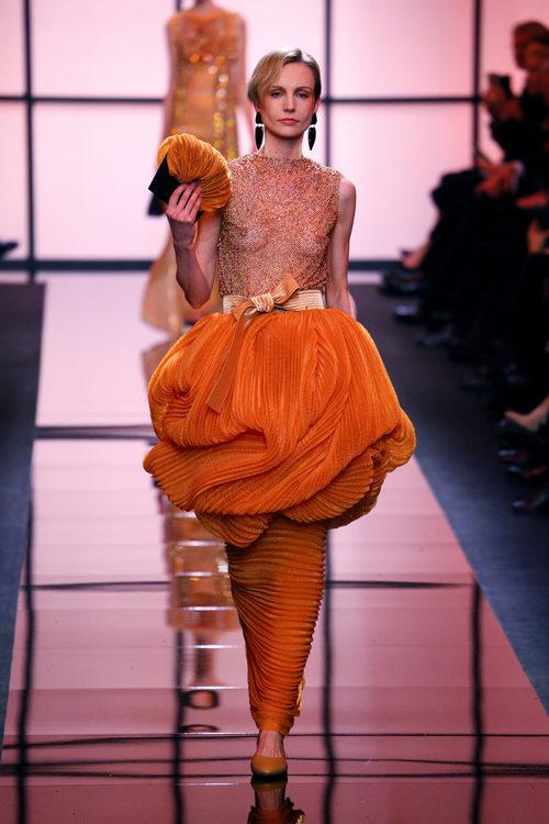 Falda con volumen de Giorgio Armani Privé primavera/verano 2017 en la Semana de la Alta Costura de París