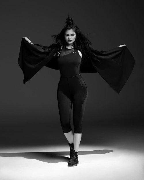 Kylie Jenner con el mono 'Explosive Bodysuit' de Puma primavera/verano 2017