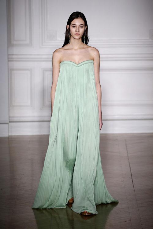 Vestido menta ancho de Valentino primavera/verano 2017 en la Semana de la Alta Costura de París