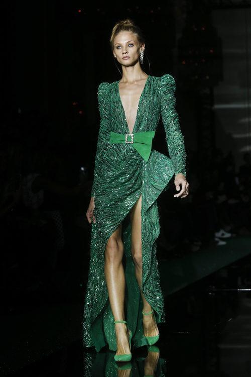 Vestido verde con lazo de Zuhair Murad primavera/verano 2017 en la Semana de la Alta Costura de París