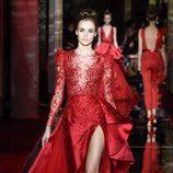 Vestido rojo intenso de Zuhair Murad primavera/verano 2017 en la Semana de la Alta Costura de París