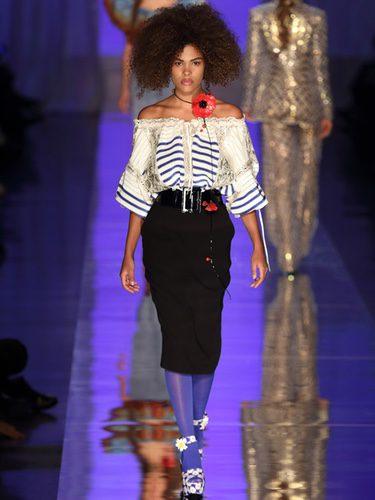 Camisa de escote bardot de Jean Paul Gaultier primavera/verano 2017 en la Semana de la Alta Costura de París