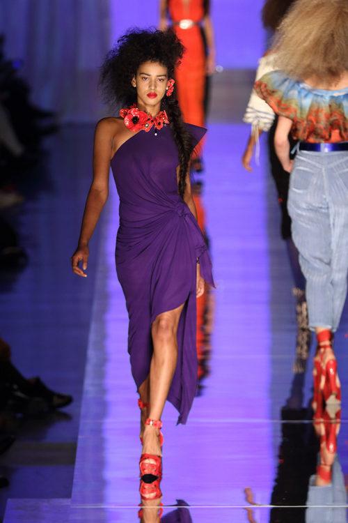 Vestido asimétrico de Jean Paul Gaultier primavera/verano 2017 en la Semana de la Alta Costura de París