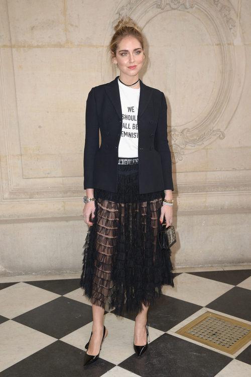 Chiara Ferragni con un total look de Dior en el desfile primavera/verano 2017 de la firma en la Semana de la Alta Costura de París