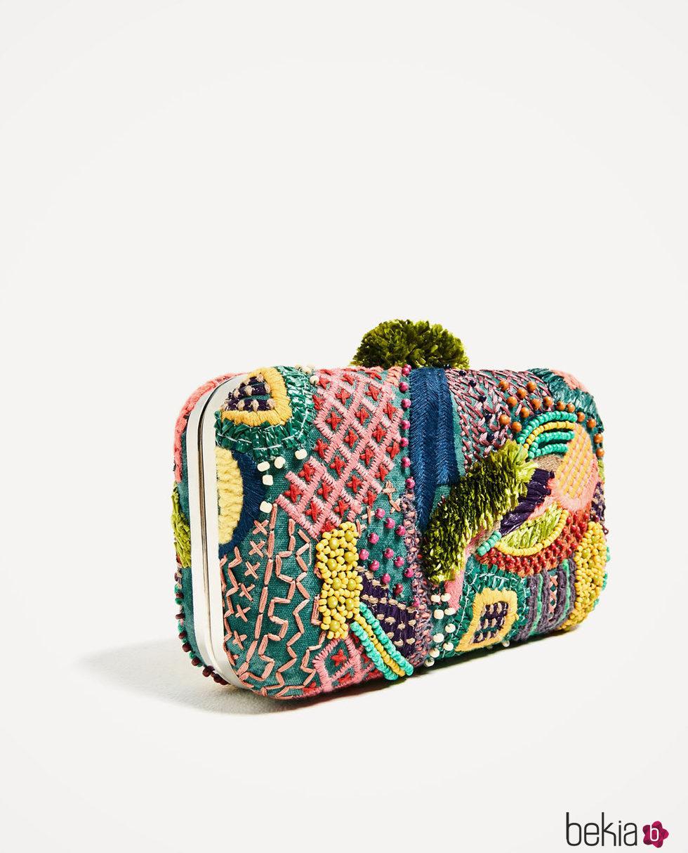 0abb80230 Clutch con abalorios de Zara primavera/verano 2017 - Colección de ...