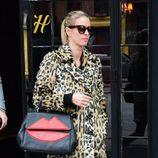 Nicky Hilton con un abrigo animal print en las calles de Nueva York
