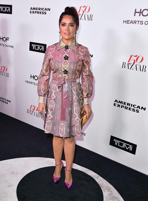 Salma Hayek con un vestido de Gucci en un evento de la revista Harper's Bazaar