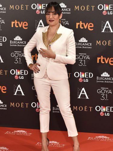 Candela Peña con un traje blanco en los Premios Goya 2017