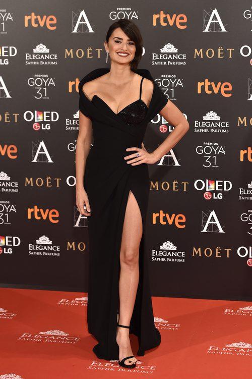 Penélope Cruz con un total black en los Premios Goya 2017