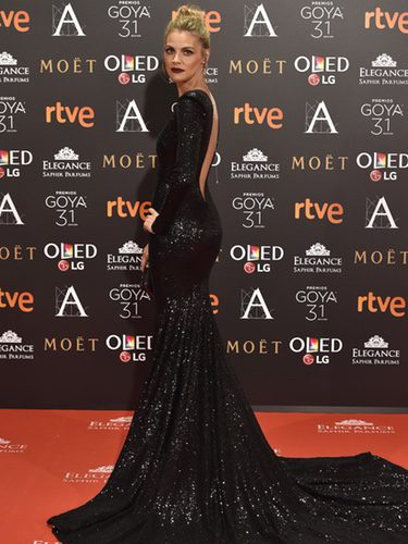 Amaia Salamanca con un vestido brilly en los Premios Goya 2017