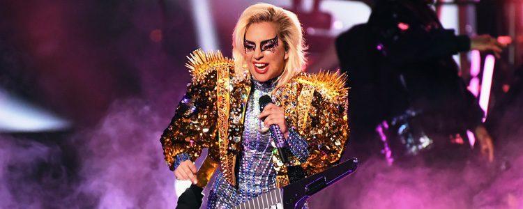 Lady Gaga con un bolero brillante en la Super Bowl 2017