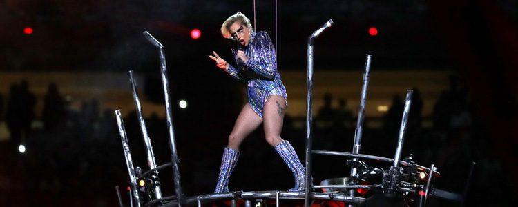 Lady Gaga con un body de Versace en la Super Bowl 2017