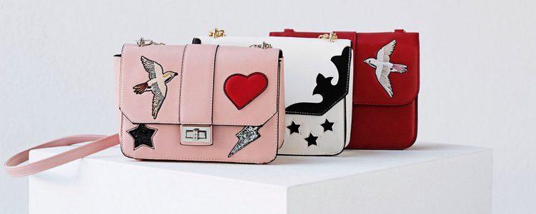 Bolsos con parches de Stradivarius colección San Valentín 2017
